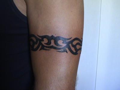 Tatouage homme tour de bras - Tatouage biceps homme ...